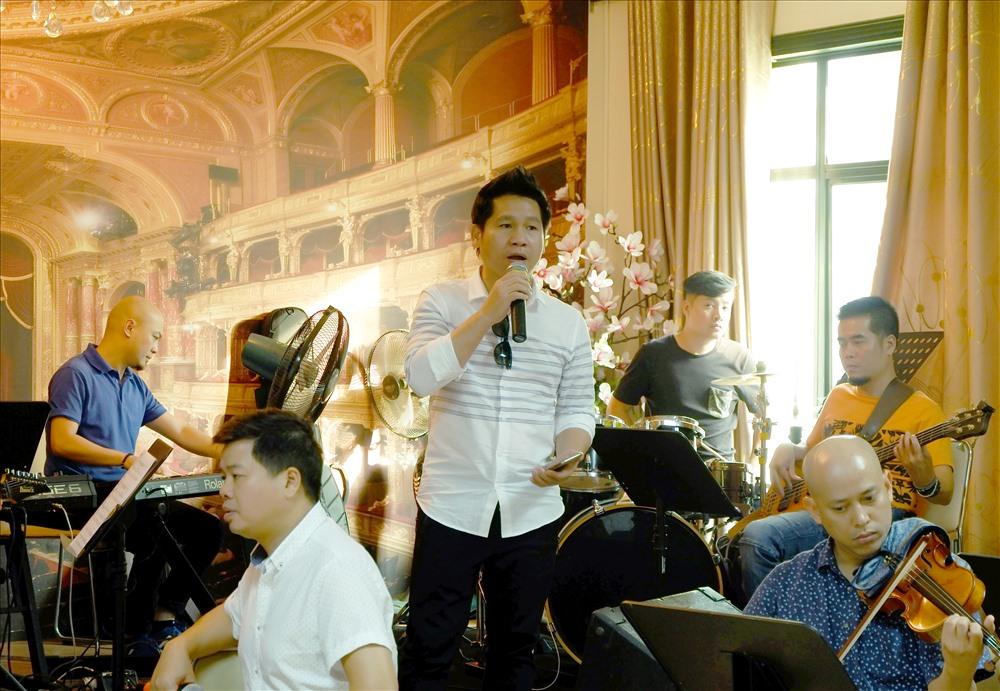 NSND Quang Thọ tái ngộ Lê Dung trong đêm nhạc 50 năm ca hát - ảnh 4