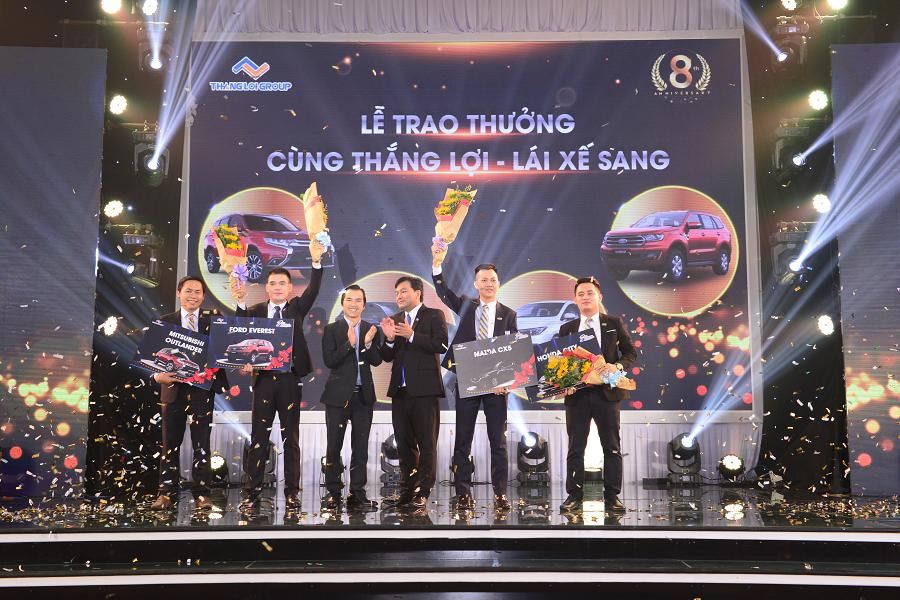 Lễ trao thưởng ô tô dành cho 4 quản lý xuất sắc tại công ty