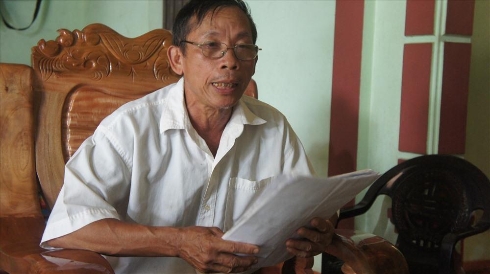 Ông Nguyễn Tất Trọng trình bày về việc hỗ trợ không thỏa đáng cho ông và 19 hộ dân khác