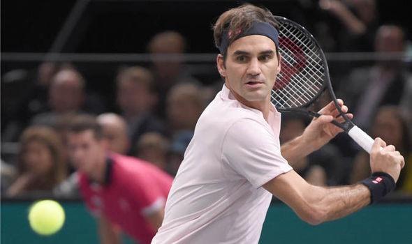 Federer không mấy khó khăn để vượt qua Fognini ở vòng 3 Rolex Paris Masters. Ảnh: Getty Images.