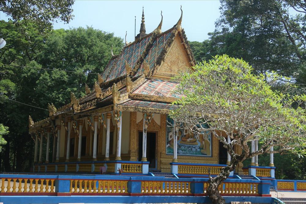 Chùa Dơi là một trong số những ngôi chùa nổi tiếng của tỉnh Sóc Trăng. Vào năm 2012, Hiệp hội du lịch Đồng bằng Sông Cửu Long đã bình chọn Chùa Dơi – Sóc Trăng là 1 trong 7 địa điểm du lịch tiêu biểu ở khu vực Đồng bằng sông Cửu Long.