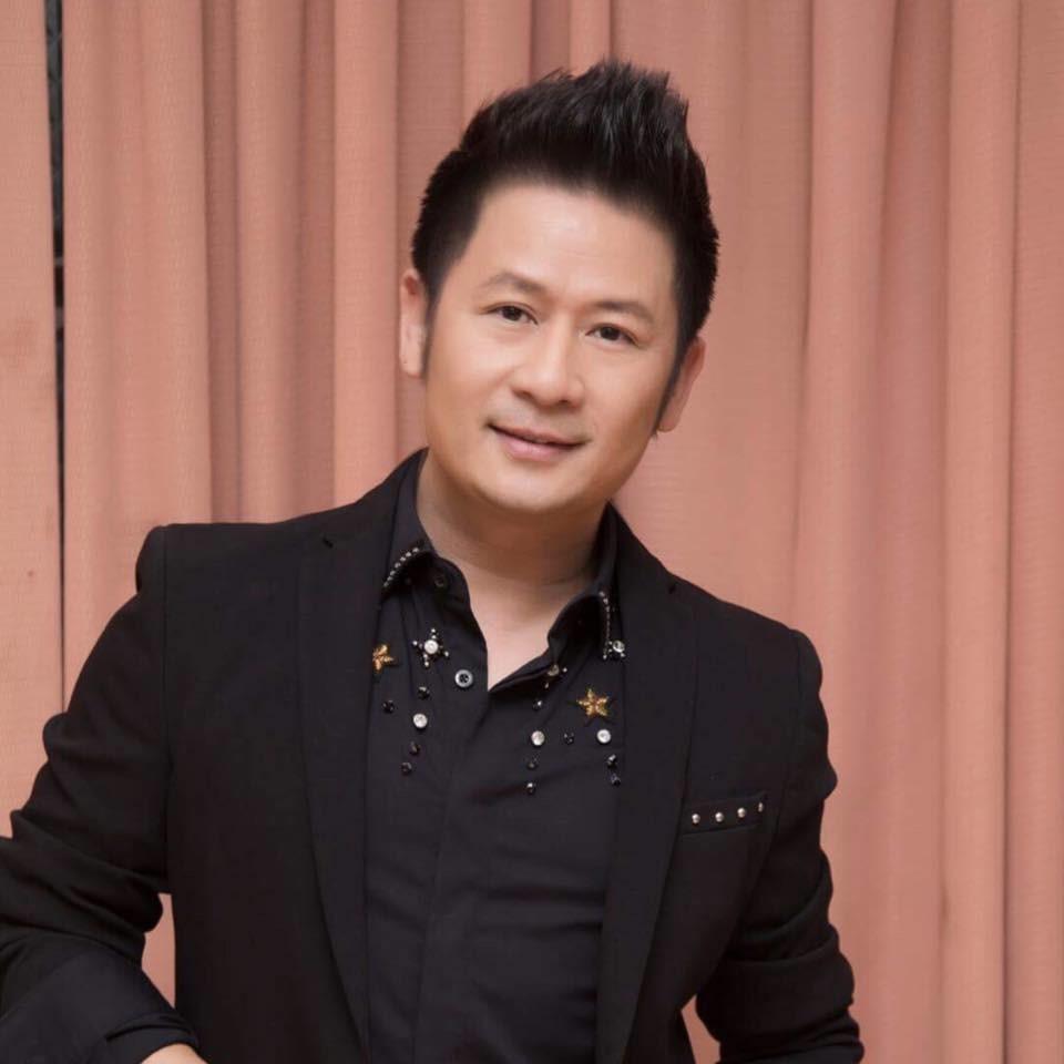 Bằng Kiều trở về Việt Nam và gặp gỡ khán giả qua liveshow của mình.