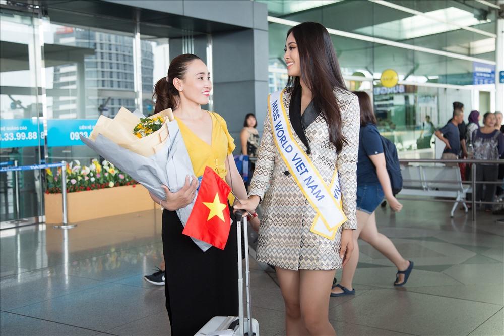 Hoa hậu Tiểu Vy mang 150kg hành lí chinh chiến Miss World 2018 - ảnh 9