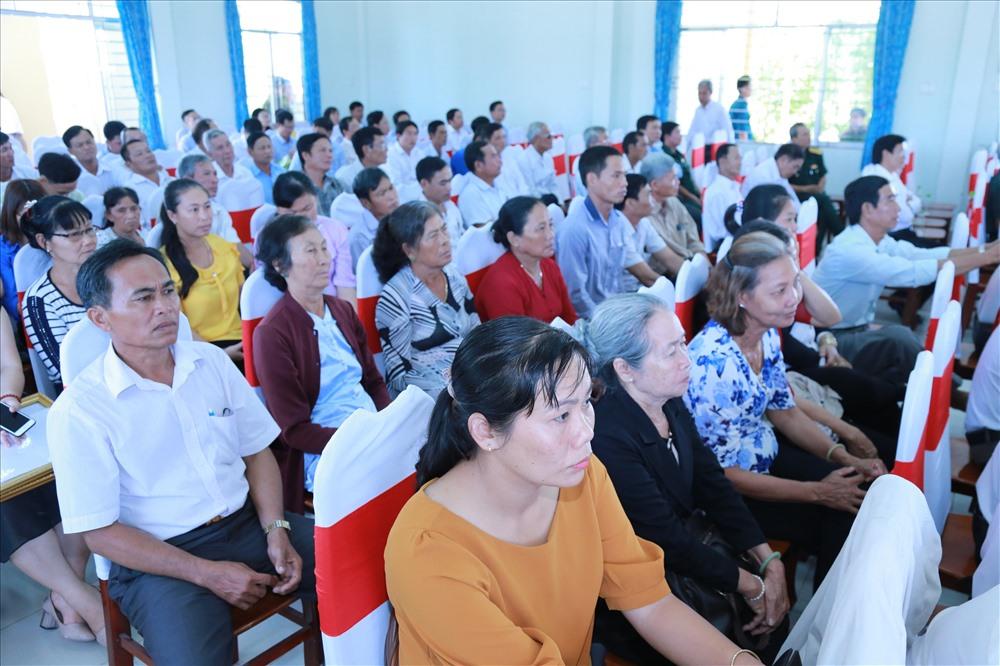 Đông đảo bà con Huyện Cần Giuộc có mặt tại lễ khánh thành cầu mới. Ảnh: HDBank