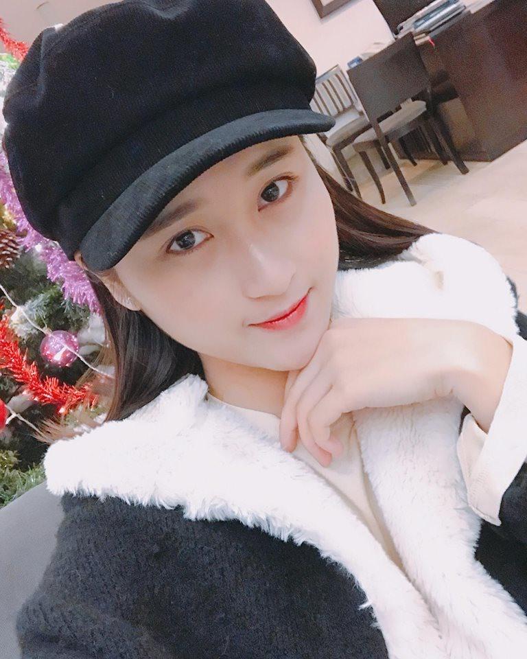 Nhan sắc xinh đẹp của bạn gái tiền vệ Huy Hùng.