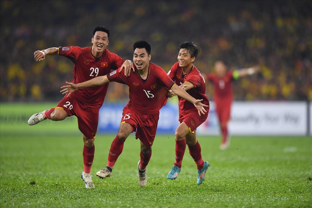 Việc sử dụng Huy Hùng ở trận chung kết được xem alf điểm nhấn của trận đấu, giúp ĐT Việt Nam có được lợi thế sau trận chung kết lượt đi với kết quả hòa 2-2. Ảnh: M.T
