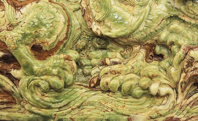 Bức tranh ngọc mô tả sống động hình ảnh 9 con rồng châu Á đang uốn lượn trên mây cùng tranh một viên ngọc, thể hiện sức mạnh, quyền uy, sự thịnh vượng và thành đạt.