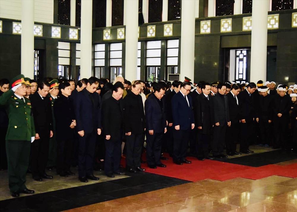 Đoàn đại biểu Thành phố Hà Nội viếng đồng chí Nguyễn Văn Trân