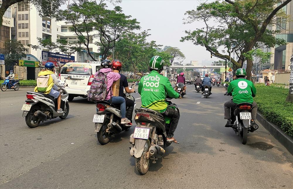 Dịch vụ gọi thức ăn và giao hàng đang bùng nổ tại TP.HCNM và Hà Nội.