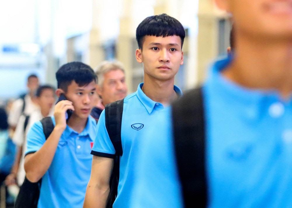 Thủ môn điển trai mới nhất được hội chị em chia sẻ trên các diễn đàn là Dương Tùng Lâm (19 tuổi) - người bắt chính cho U19 Hà Nội. Tùng Lâm thường xuất hiện trong các giải đấu của U19 Việt Nam và từng có mặt ở VCK U19 châu Á 2018.