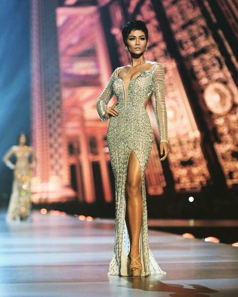 Những màn trình diễn đầy tự tin của H'Hen Niê trên sân khấu Miss Universe 2018.