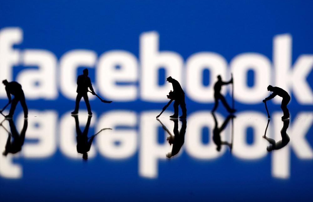 Facebook và Zuckerberg đã liên tục chịu đựng những áp lực khi trải qua ngày giao dịch tồi tệ nhất về giá trị cổ phiếu trong lịch sử chứng khoán Mỹ. Facebook đã công bố báo cáo thu nhập quý 2 sau giờ giao dịch vào ngày 25.7 với mức giá 217,50 USD/cổ phiếu.