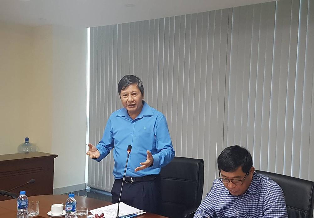 Đồng chí Trần Thanh Hải phát biểu khi làm việc tại cảng Hải Phòng.
