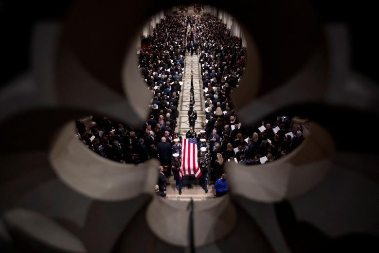 """""""Ngài tổng thống, nhiệm vụ đã hoàn thành rồi. Chào mừng ông đến với ngôi nhà vĩnh cửu, nơi trần nhà và tầm nhìn là không giới hạn và cuộc sống kéo dài bất tận"""". Ảnh: Reuters."""