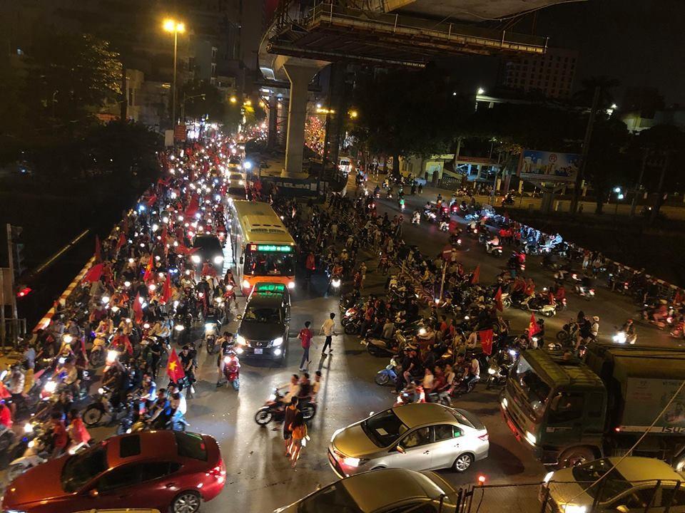 Tình trạng tắc đường diễn ra phổ biến.