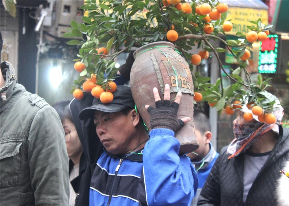 Bên cạnh nhiều chợ hoa khác, chợ hoa Hàng Lược có sức sống mạnh mẽ và giá trị văn hóa trong tiềm thức của người dân Hà Nội.