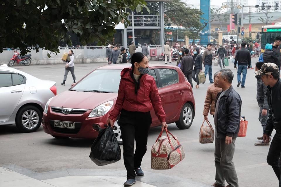 nguyên nhân của tình trạng vắng khách tại bến được cho là do sự hoạt động nhiều của các chủ xe 16 chỗ limousine, cũng như người dân chọn phương tiện cá nhân để đi lại.