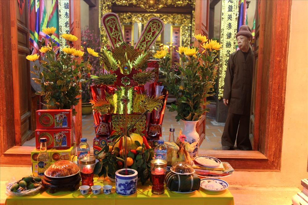 Trong đêm Giao thừa, dân chúng đến lễ tạ tại các cửa chùa rất đông. Họ đến lễ tạ như lời tri ân, cảm ơn cho năm cũ đồng thời cầu nguyện cho năm mới được may mắn.