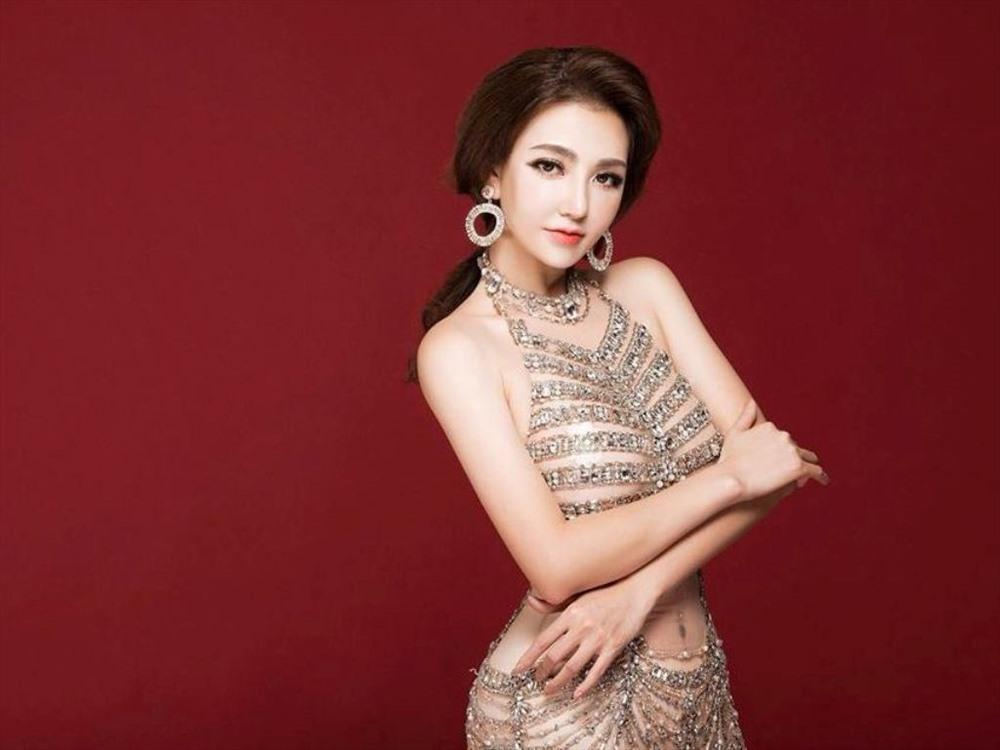 Sau khi đăng quang Hoa hậu châu Á 2017 tại Trung Quốc, người đẹp xuất thân từ ngành y khiến nhiều người bất ngờ khi thừa nhận đã kéo dài chân.