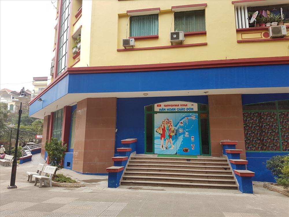 Trụ sở Công ty TNHH Thương mại Dịch vụ tổng hợp Ghangwa Vina khóa trái cửa, im lìm (ảnh nhỏ). Ảnh: PV