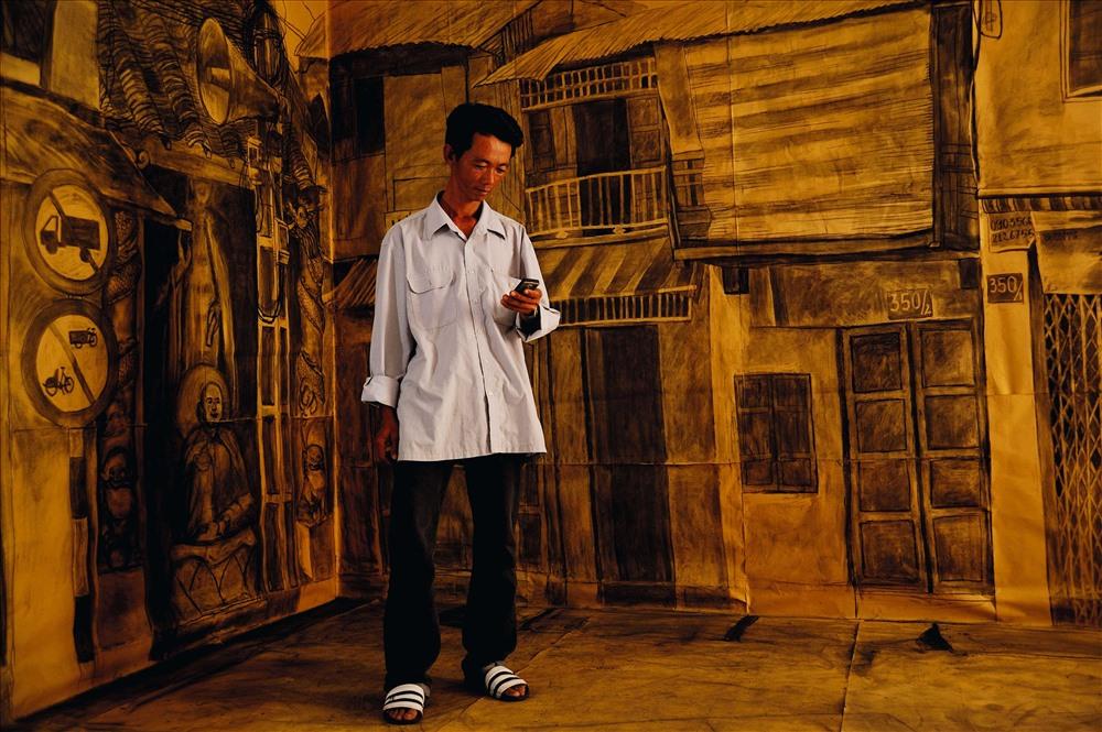 Hình trong tác phẩm Past Moved (Quá khứ di dời) của nghệ sĩ Bùi Công Khánh (Tác phẩm vào vòng chung kết giải thưởng nghệ thuật Châu Á Thái Bình Dương 2011).