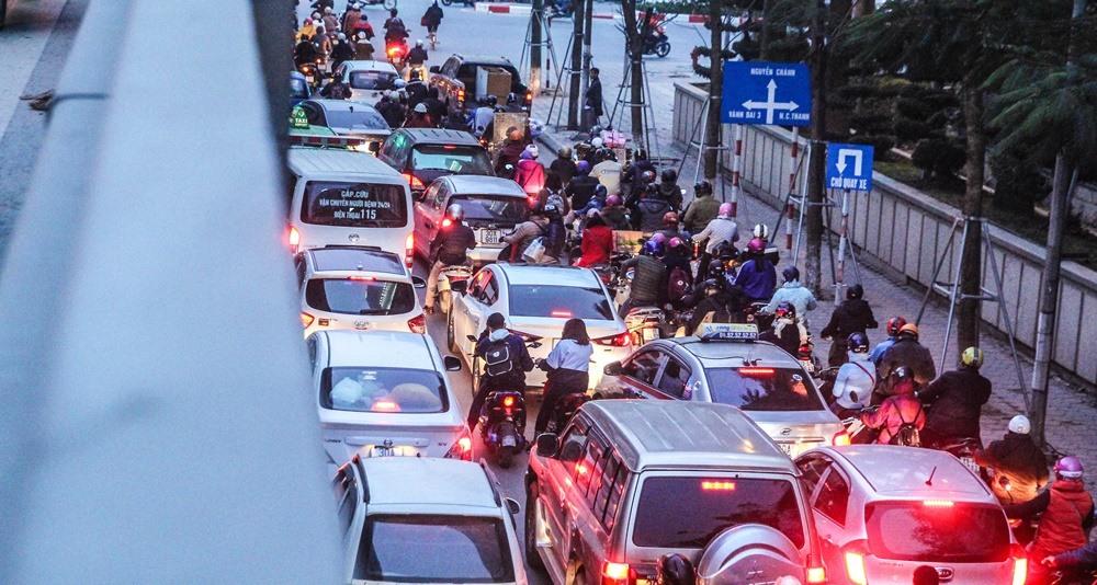 Càng gần những ngày Tết tình trạng giao thông ở nội đô càng trở nên hỗn loạn. Từ 17h-18h30,