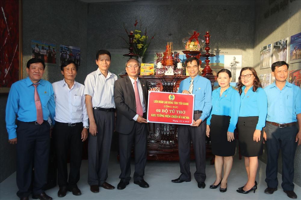 LĐLĐ tỉnh Tiền Giang tặng Khu tưởng niệm tủ thờ