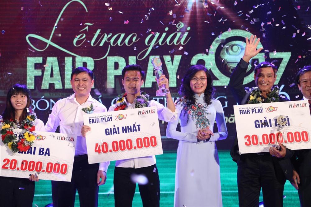 """Giải cứu"" V.League, Văn Toàn ""ẵm"" giải Fair Play 2017 - ảnh 2"