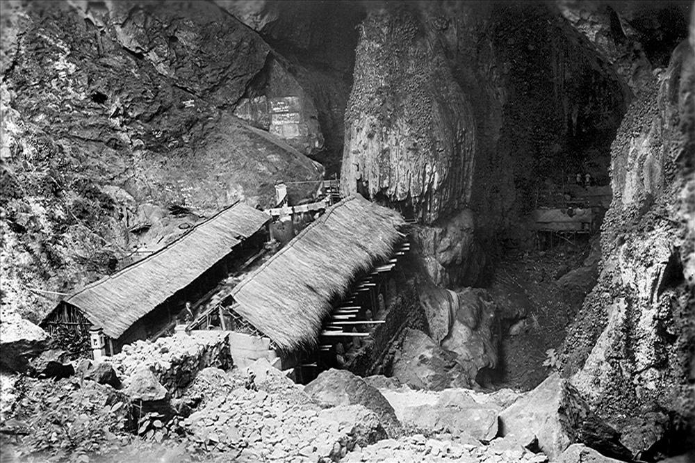 Sân động Hương Tích - năm 1927