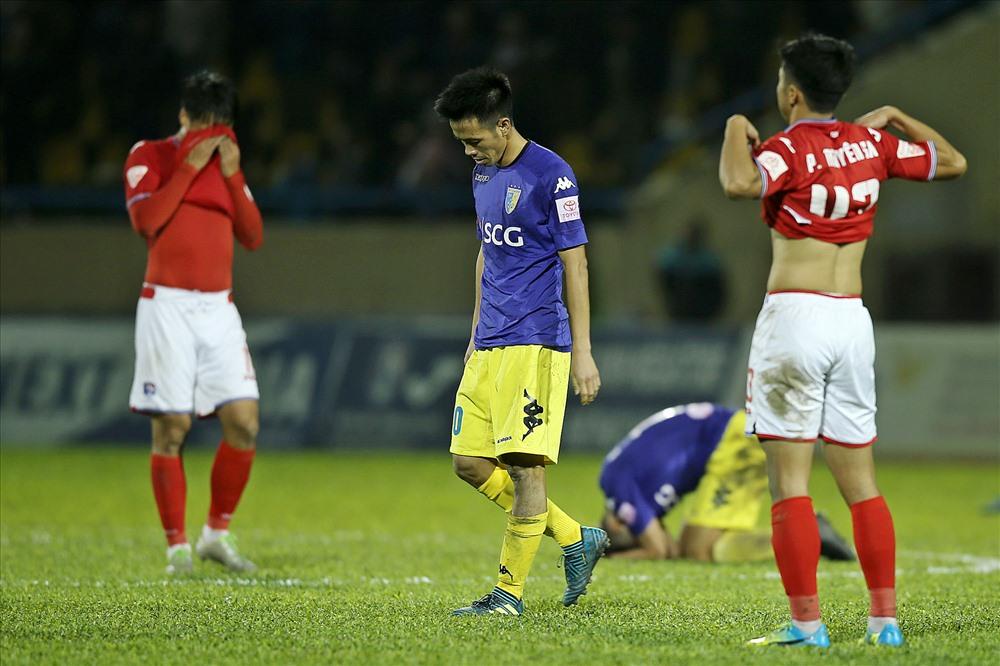 Án treo giò sau trận đấu với Than Quảng Ninh ở mùa giải trước khiến Văn Quyết bị HLV Park Hang-seo bỏ rơi. Ảnh: H.T