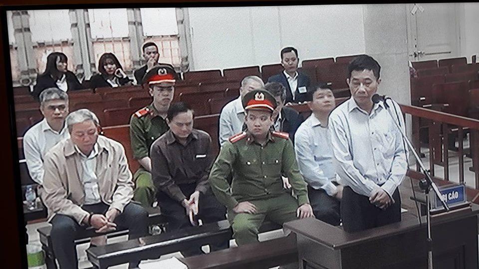 Ông Ninh Văn Quỳnh trả lời luật sư trong phiên tòa sáng nay 21.3