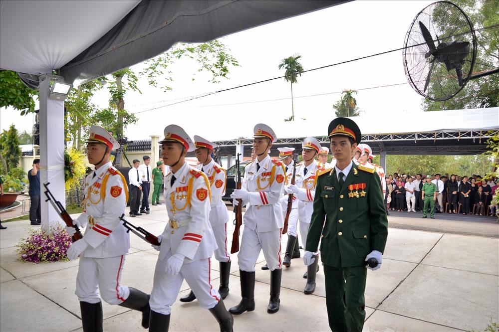 Công tác đón linh cữu cố Thủ tướng Phan Văn Khải tại nhà riêng đã chuẩn bị hoàn tất.