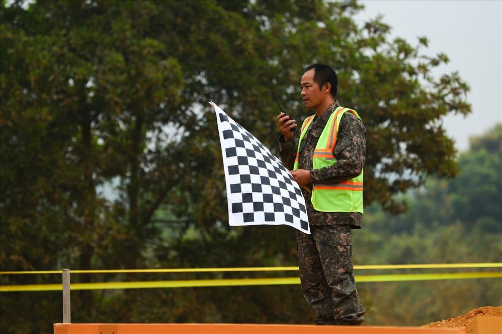 Sau khi kết thúc ngày đua đầu tiên, Ban tổ chức sẽ tìm ra các vận động viên có điểm cao để xếp hạng cho ngày đua thứ hai để tìm ra người thắng cuộc theo thể thức thách đấu và đấu bán kết, chung kết.