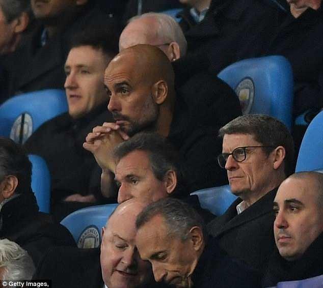 Pep Guardiola phải ngồi trên khán đài sân Etihad trong hiệp 2 trận tứ kết lượt về UEFA Champions League với Liverpool. Ảnh: Getty Images.