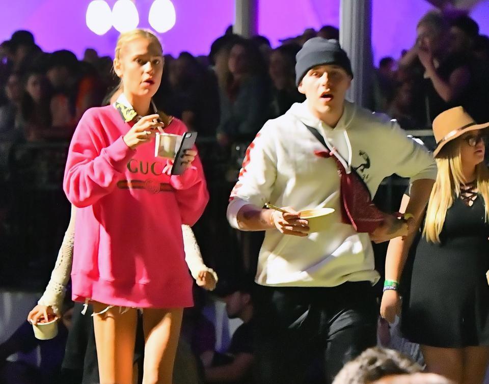 Brooklyn đã ở bên người mẫu Meredith Mickelson suốt thời gian diễn ra lễ hội.