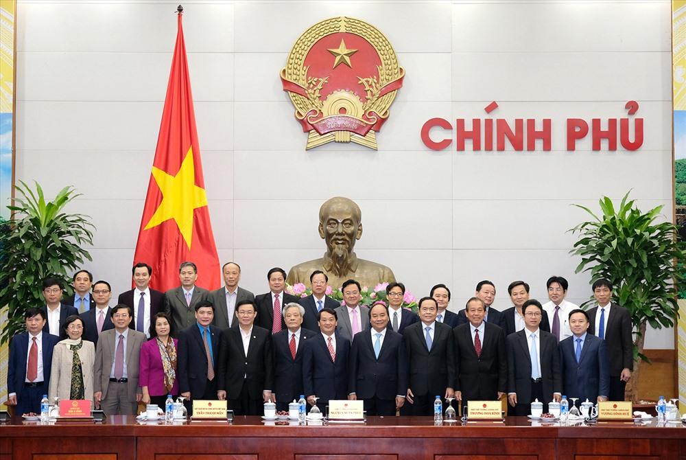Thủ tướng và các Phó Thủ tướng làm việc với lãnh đạo Ủy ban Trung ương MTTQ Việt Nam. Ảnh: VGP
