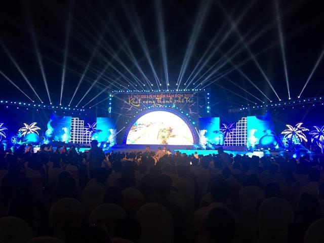Hàng nghìn du khách thập phương về dự Lễ khai hội. Ảnh: HT