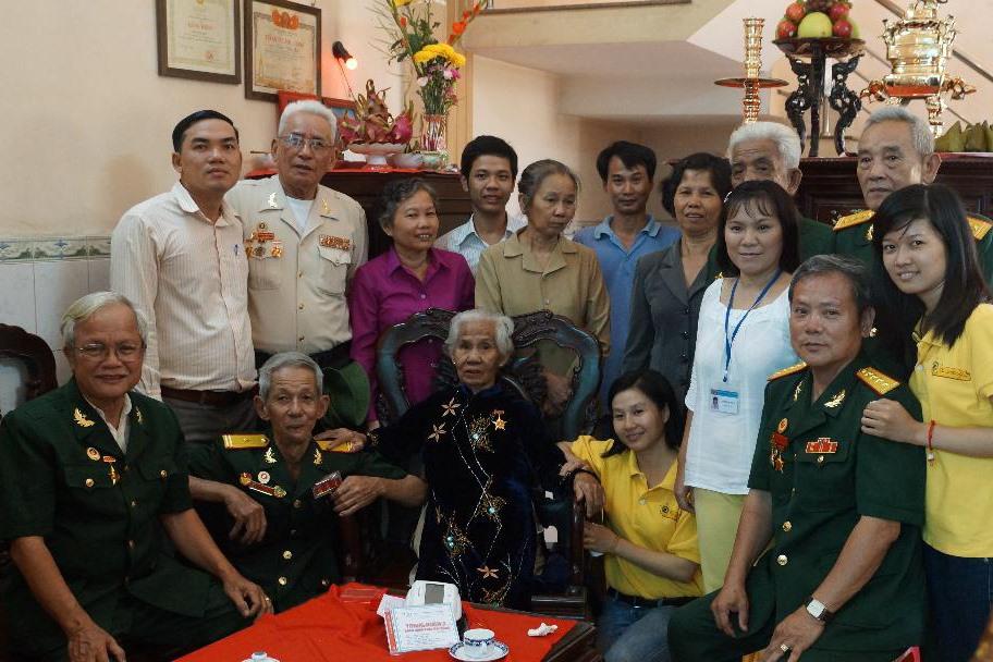 Báo tin mộ chí cho gia đình LS Thái Văn Tư ( Xức). Ảnh: TVTKU