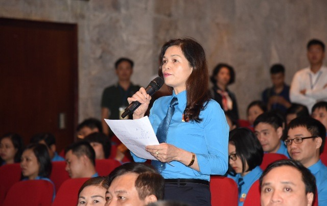 Đại biểu dự Đại hội nêu câu hỏi với lãnh đạo TP. Hà Nội. Ảnh: Hải Nguyễn