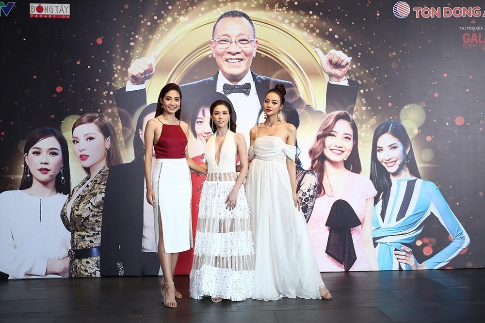 Chương trình còn là cuộc hội ngộ của những bóng hồng lộng lẫy của showbiz Việt.