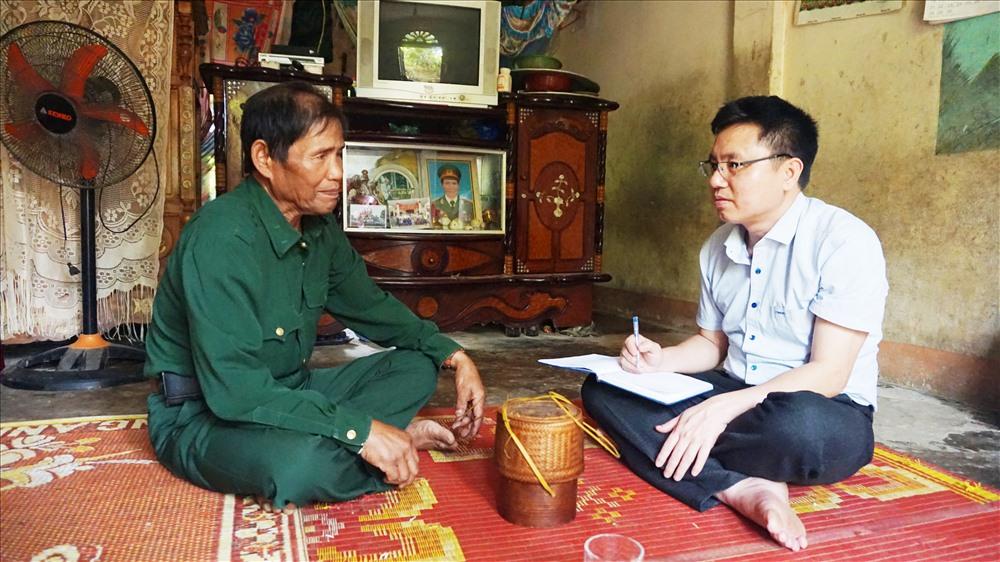 Đại úy Hồ Văn Xang và tác giả. Ảnh: Công Sang