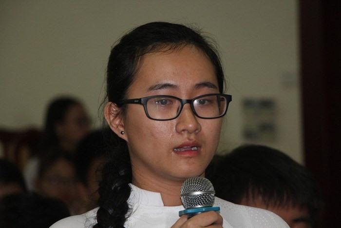 Nữ sinh Phạm Song Toàn.