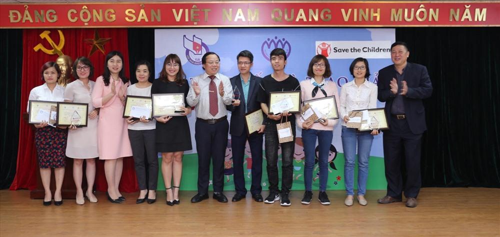 Báo Lao Động nhận 3 giải thưởng tại Lễ trao giải thưởng.