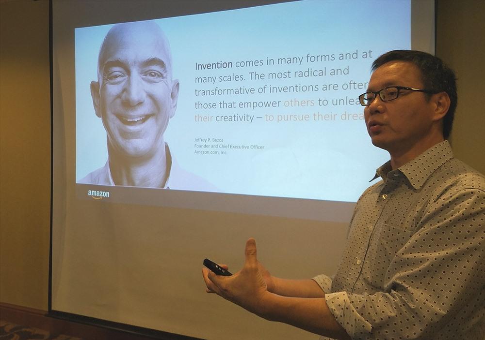 Ông Paul Chen - Giám đốc mảng kinh doanh kiến trúc giải pháp của AWS khu vực Đông Nam Á đề cập về hiện chương trình AWS Activate.