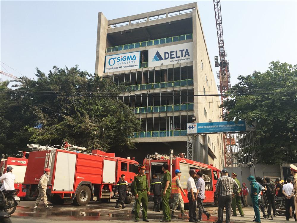 ảnh ảnh ảnh Ngay sau đó đã có hai xe cứu hỏa được huy động đến hiện trường để dập lửa.
