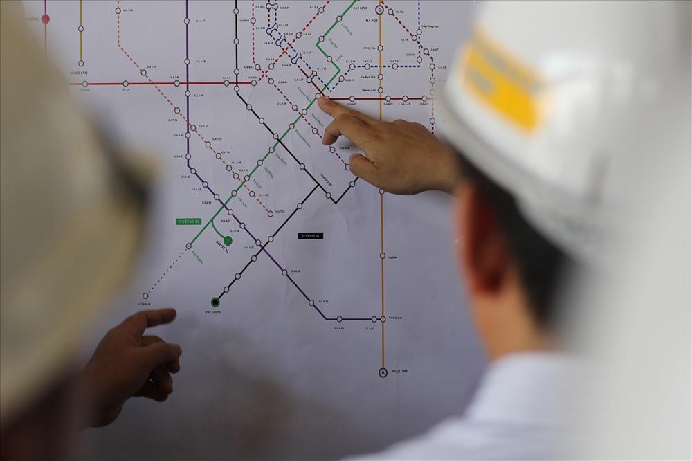 Ngoài ra, bộ trưởng yêu cầu nhà thâu chỉ rõ những khó khăn, nguyên nhân chậm tiến độ, đồng thời chỉ đạo, giải đáp, tháo gỡ những vướng mắc để dự án hoàn thành đúng tiến độ.