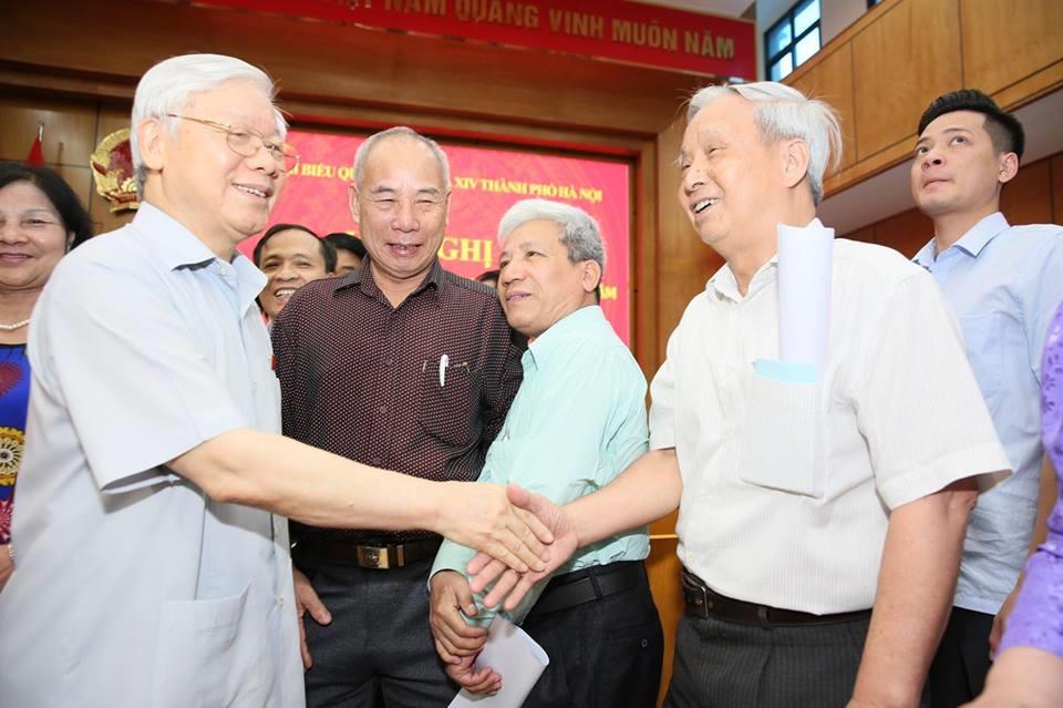 Tổng Bí thư Nguyễn Phú Trọng và các Đại biểu Quốc hội tiếp xúc cử tri tại đơn vị bầu cử số 1.