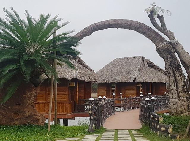 """Khu ẩm thực, giải trí """"khủng"""" trên đất nông nghiệp do ông Nguyễn Xuân Hương thuê làm trang trại lúa- cá"""