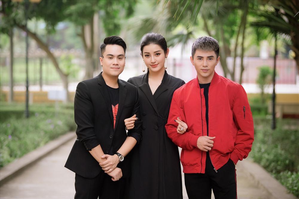Huyền My cùng Will (trái) và Jun Phạm