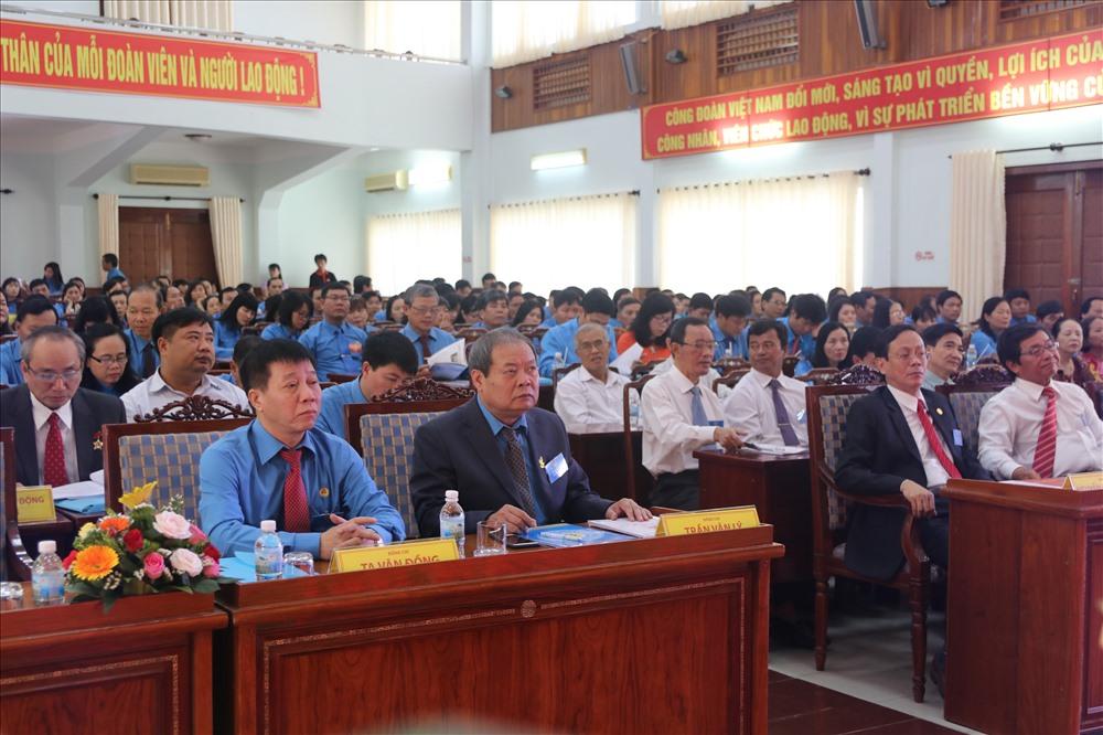 200 đại biểu chính thức đại diện cho hơn 28.000 đoàn viên trong toàn tỉnh tham dự đại hội thông qua lá phiếu của mình sẽ thông qua phuwng hương, nhiệm vụ hoạt động cho nhiệm kỳ tới. Ảnh: P.L